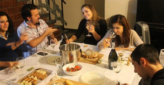 מימין: אור, אליס, מאיה ורן מתכוננים למלאכה