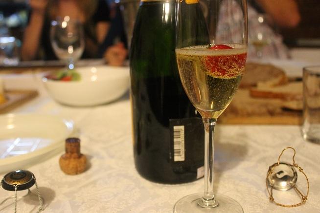 הידעתם: יש מיליוני בועות בבקבוק שמפניה. צילום: עז תלם