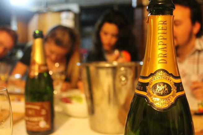 """""""כמו טיסה לפריז"""". שמפניה דראפייה. צילום: עז תלם"""
