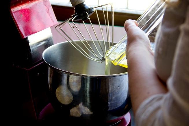 את החלבונים מקציפים אחרי שניקיתם היטב את הקערה. צילום: קרן ביטון כהן
