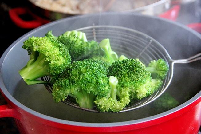 הבישול שלו מהיר - רק עד שנהיה ירוק בוהק. צילום: קרן ביטון כהן