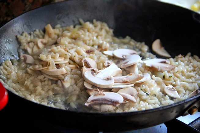 הפטריות יתבשלו בצ'יק. צילום: קרן ביטון כהן