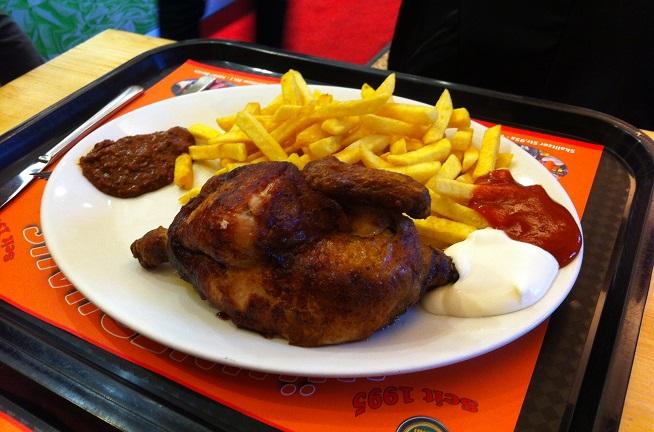 מחצית תרנגולת מתובלת טוב טוב. צילום: אופיר וינשטוק