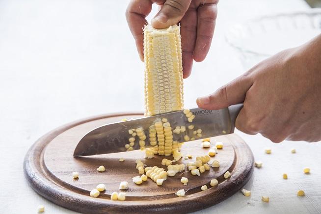 וככה מגלחים את התירס. צילום: אסף אמברם