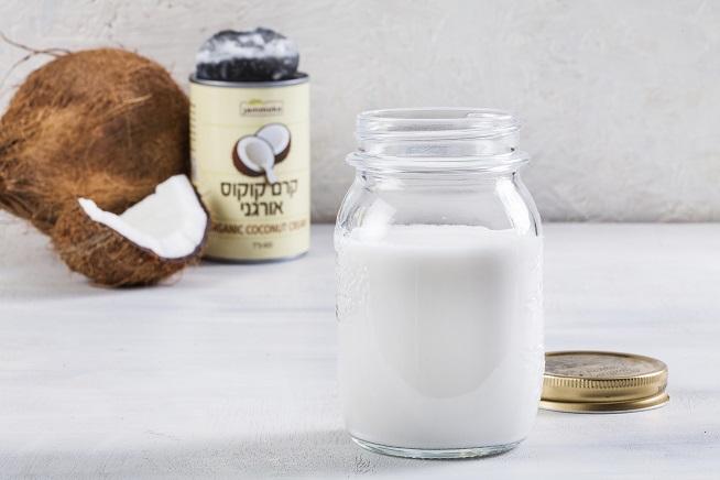 קרם קוקוס: 18% שומן, שני מרכיבים בלבד ובלי חומרים משמרים. צילום: אסף אמברם