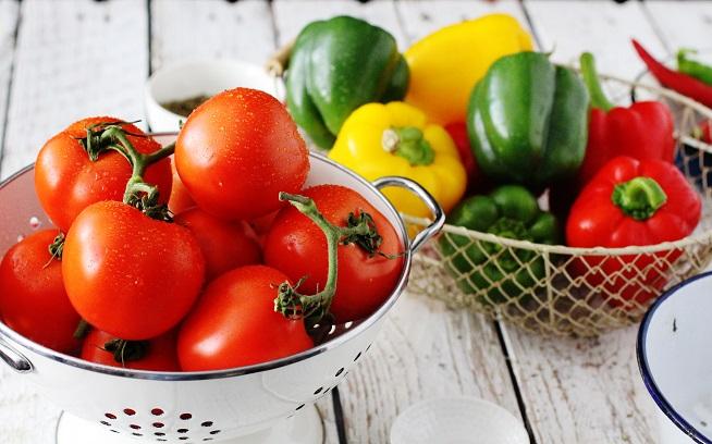 עגבניות ופלפלים. צילום: מלינה סואט