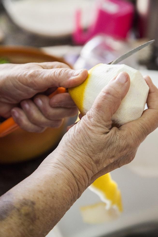 טריק מיוחד: מוסיפים לימון קלוף למילוי, ולא לבישול. צילום: אסף אמברם