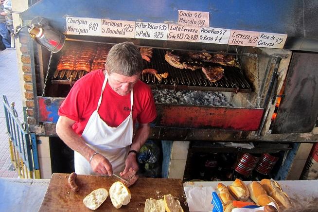 דוכן צ'וריפן בבואנוס איירס. צילום: Wally Gobetz, flickr