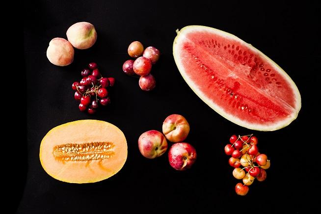 אבטיח, צלון, שזיף, נקטרינה ודובדבן או בקיצור: פירות הקיץ! (תאנים לא היו כשצילמנו) צילום: אסף אמברם