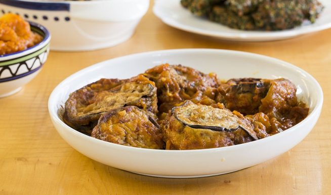 מפרום ביתי נהדר של חצילים במילוי בשר ברוטב עגבניות צילום: אסף אמברם