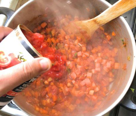 תבשיל בשר עגבניות מרוסקות