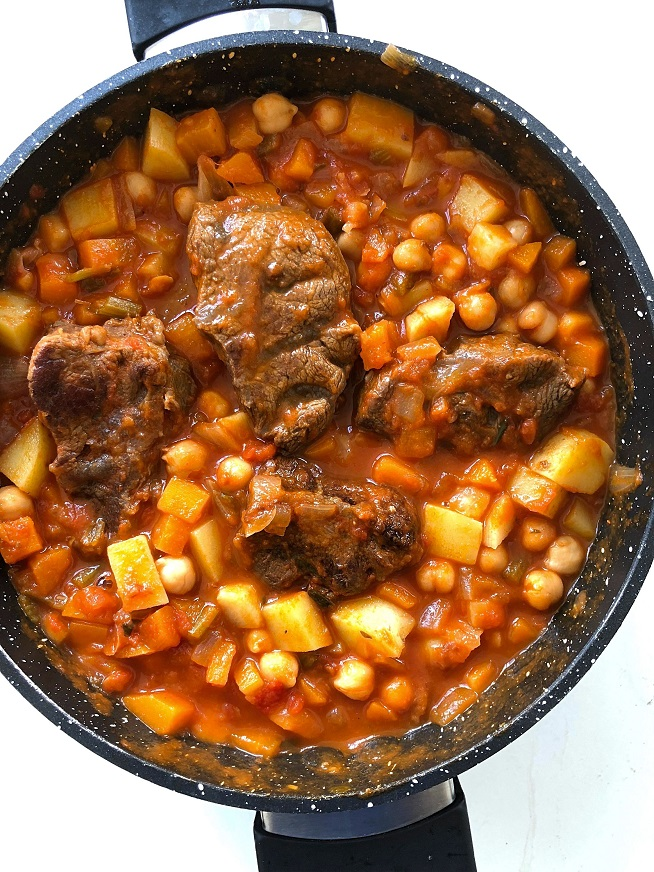 תבשיל בשר ברוטב עגבניות