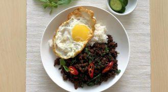 פאד קפאו: בשר מוקפץ עם בזיליקום תאילנדי
