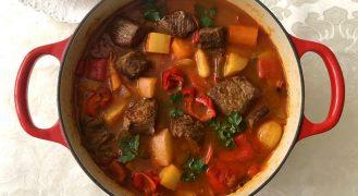גולאש הונגרי: תבשיל בשר בפפריקה ושום