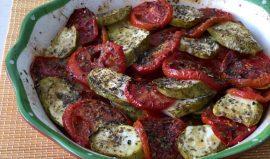 עגבניות וקישואים בתנור. צילום עז תלם