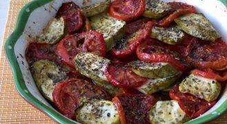 עגבניות וקישואים אפויים בתנור בנוסח פרובנס