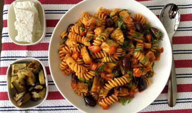 פסטה ברוטב עגבניות וחצילים