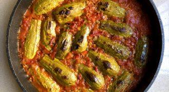 קישואים ממולאים באורז ברוטב עגבניות (ללא בשר)