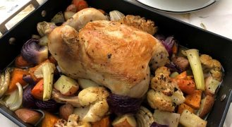 המדריך: עוף שלם בתנור מושלם עם ירקות